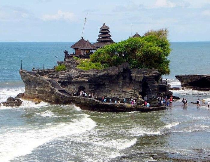 Храм Тана Лот