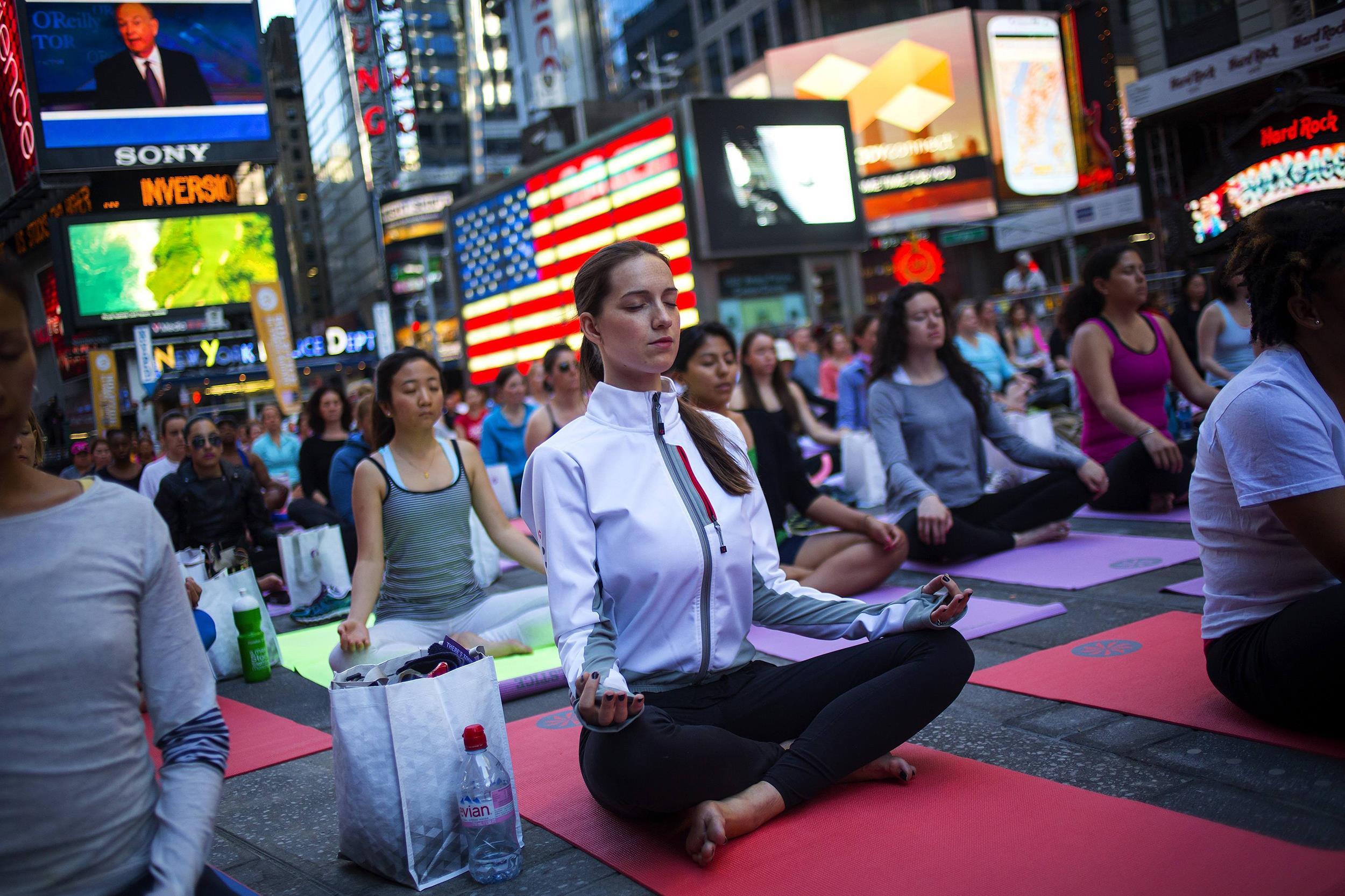 Всемирный день йоги и благотворительный марафон 21 июня в Москве
