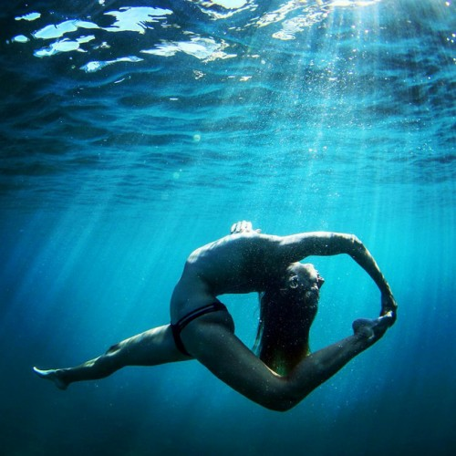 Йога в воде
